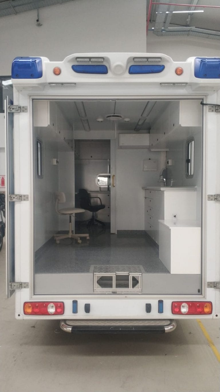 Mobile dental clinic car